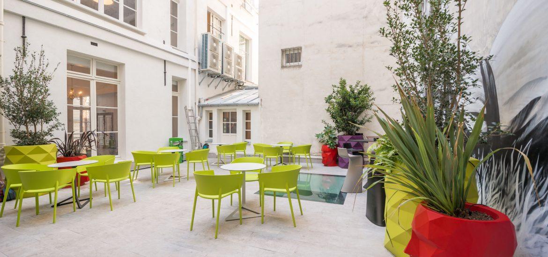 Aménagement terrasse / patio pour locaux professionnels