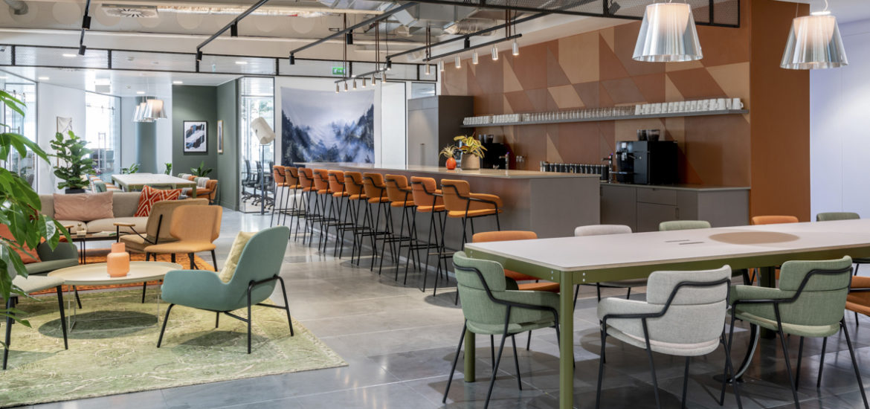 Un espace multifonctionnel au bureau : les cafétérias
