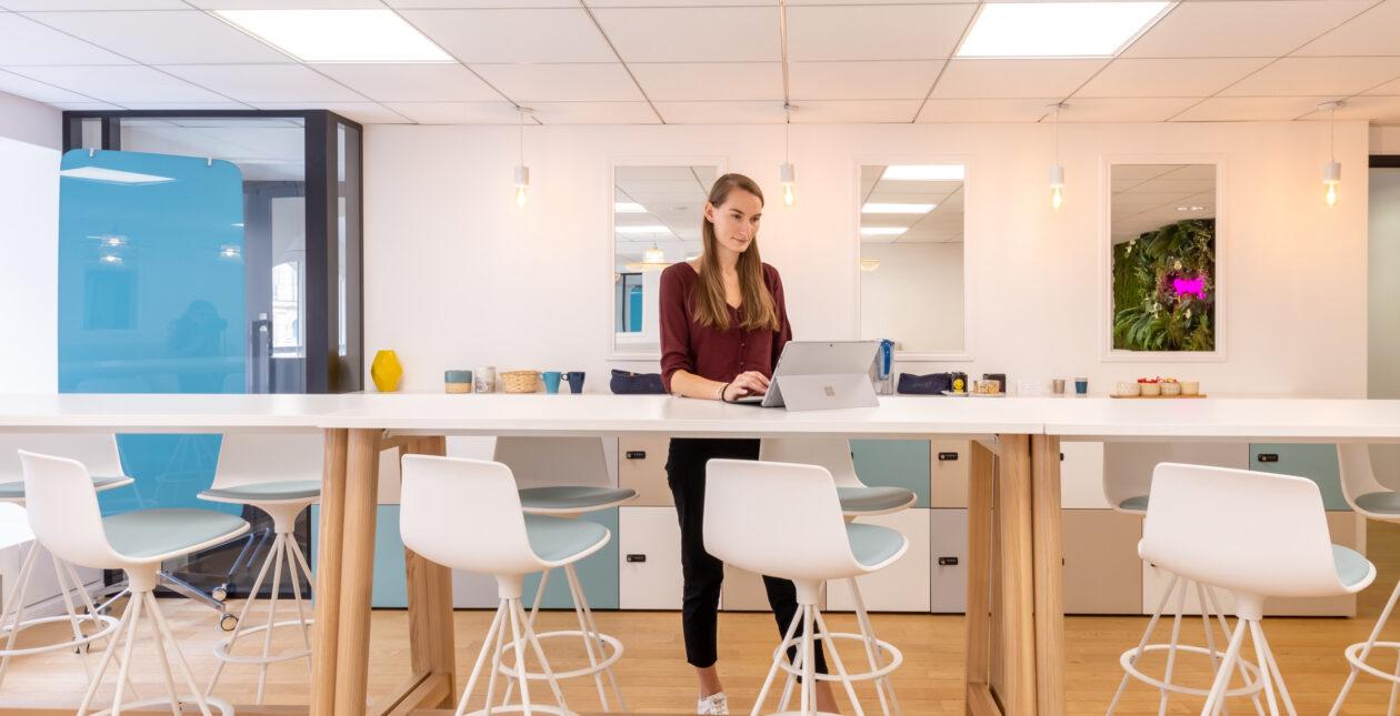 Mobilier Design Table haute - Espace détente – E-CUBE