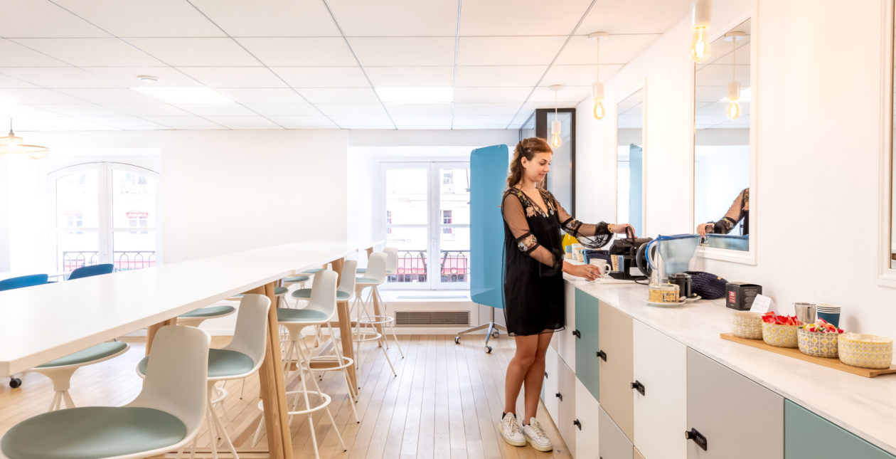 Aménagement espace détente / cafétéria entreprise – E-CUBE