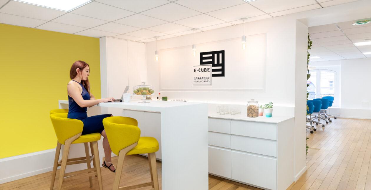 Aménagement espace accueil entreprise – E-CUBE